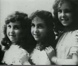Young Juliette with her sisters.
